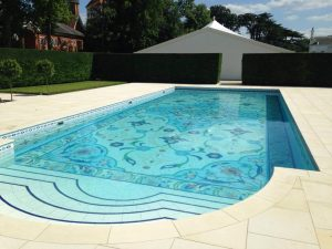 how much does an outdoor swimming pool cost
